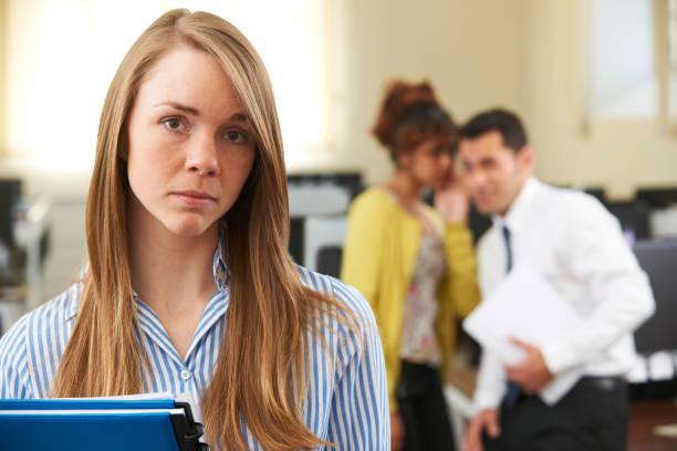 職場でいじめを受ける女性